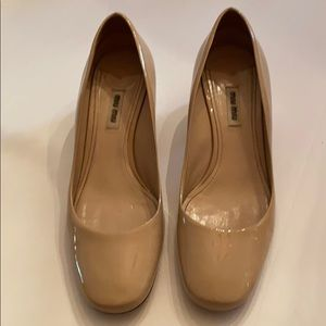 Miu miu tan patent leather pumps 40 EC